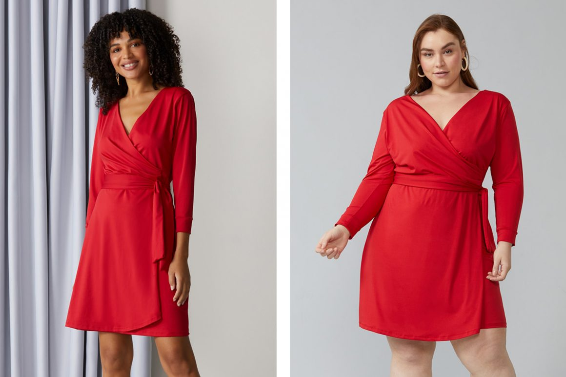 Modelo vestindo vestido vermelho transpassado